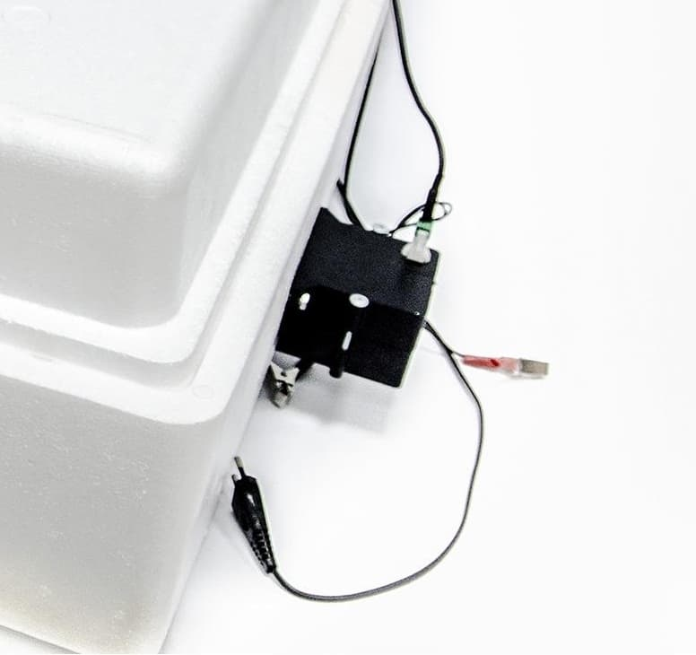 Инкубатор Несушка 77 яиц 220/12 В, автомат. пов., цифр. терм.,гигрометр БИ-2 (М) - фото 5508