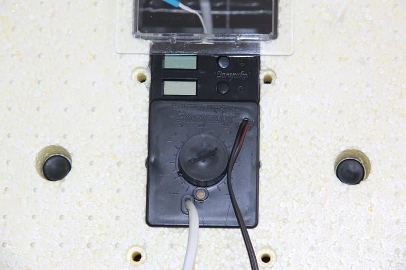 Инкубатор Золушка 70 яиц, автопереворот,220/12В, аналоговый терм., гигрометр - фото 6205